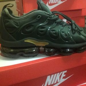 New Nike vapor max Sz 8.5 green/gold 924453-003
